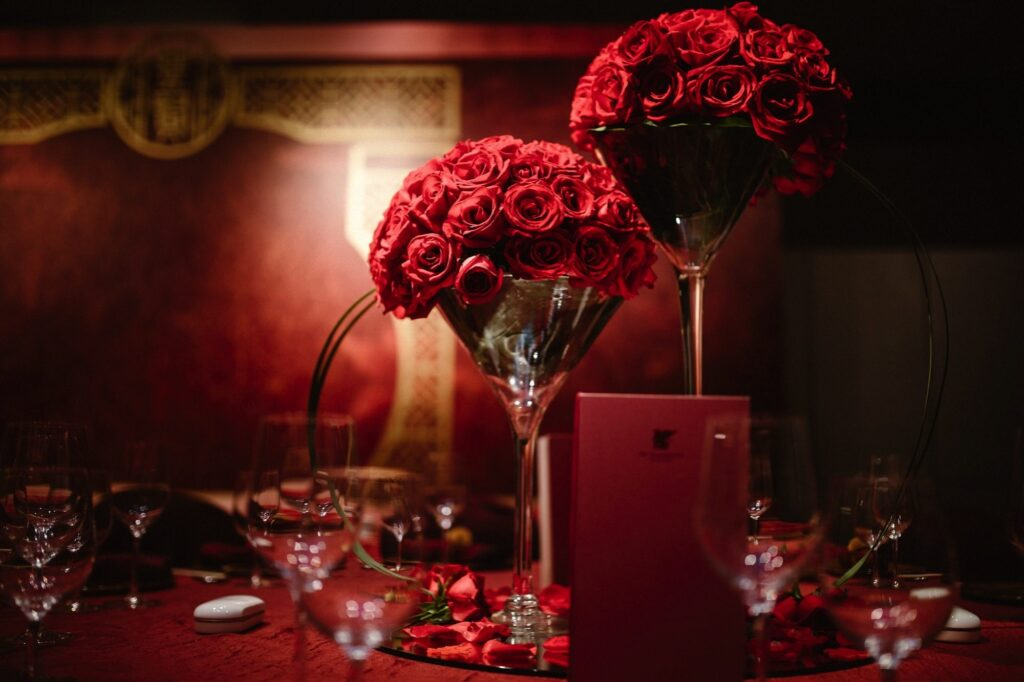 Red rose table centrepiece